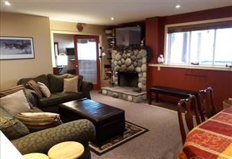 Condo at Snow Pine Estates: Best Ski-in/Ski-out on Big White. Sleeps 8
