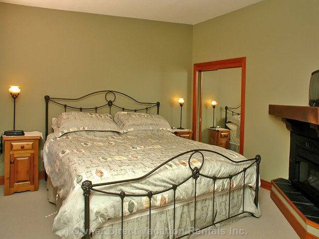 Master Suite - with King Size Bed and Ensuite Bathroom with Jetted Tub
