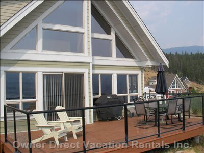 Two Bedroom and Loft Cottage with Large View Deck