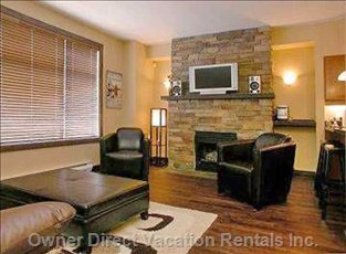 Living Room, Gas F/P, Hardwood, Leather, Lcd TV, Wii