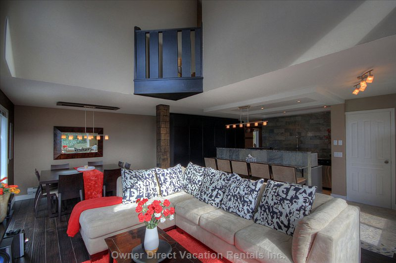 Large Sofa in Lounge, Eating Bar in Kitchen - Great for Relaxing after a Full Day on the Slopes
