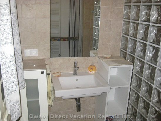 Shower Room - Basin,Mirror,Shaving Socket