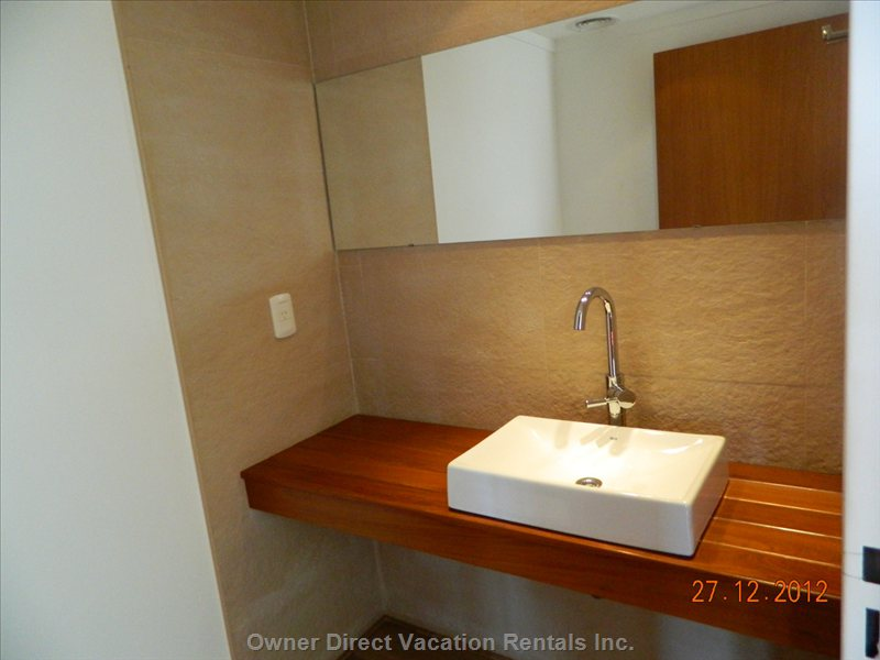 Guests Bathroom First Level