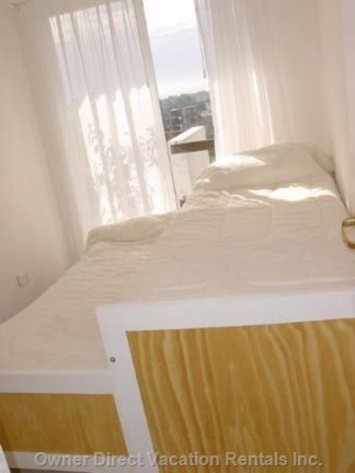 Room 1(Two Single Beds)