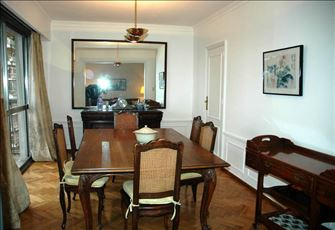 High spacious flat in Barrancas de Belgrano. Sunny and open. Excellent location