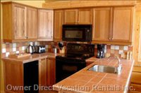 Kitchen in Deer Lodge - Oven, Microwave, Fridge (Small Freezer), Dishwasher