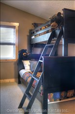 Guest Bedroom Upstairs - Bunk Bed (Double/Twin)