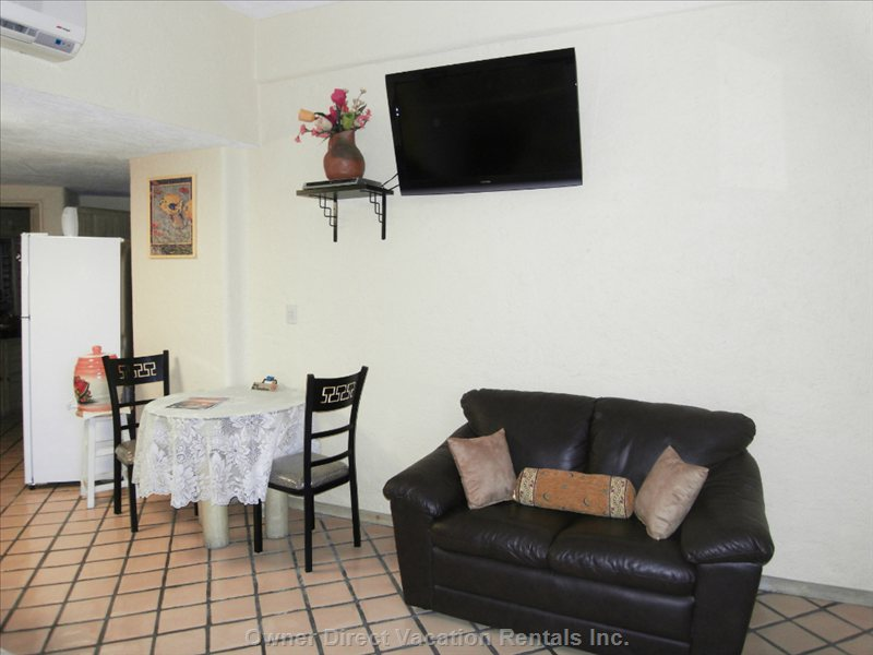 "Additional Dining Area, Couch and 37"" Flat Screen Tv"