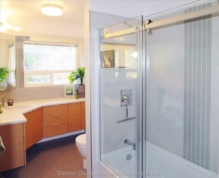 3 Piece Luxury Bathroom with Tub/Shower Combo
