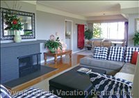 Living Room - 180 Degree View of the Bay