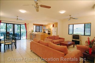Kitchen Lounge and Dining - all Overlook the Ocean Plasma Austar & Wifi