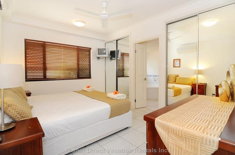 King Bed with Spacious Ensuite - Huge one Bedroom Apartment on the Beachfront with Spa and Ocean Views.