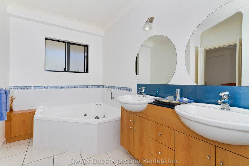 Ensuite with Spa, Twin Vanities & Separate Shower