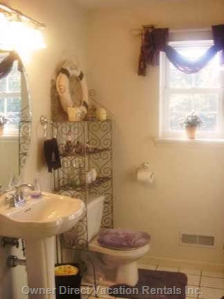 Villa'S Half Bath and Laundry Room