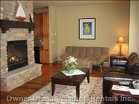 Spacious Livingroom with Thermostat Controlled Gas Fireplace