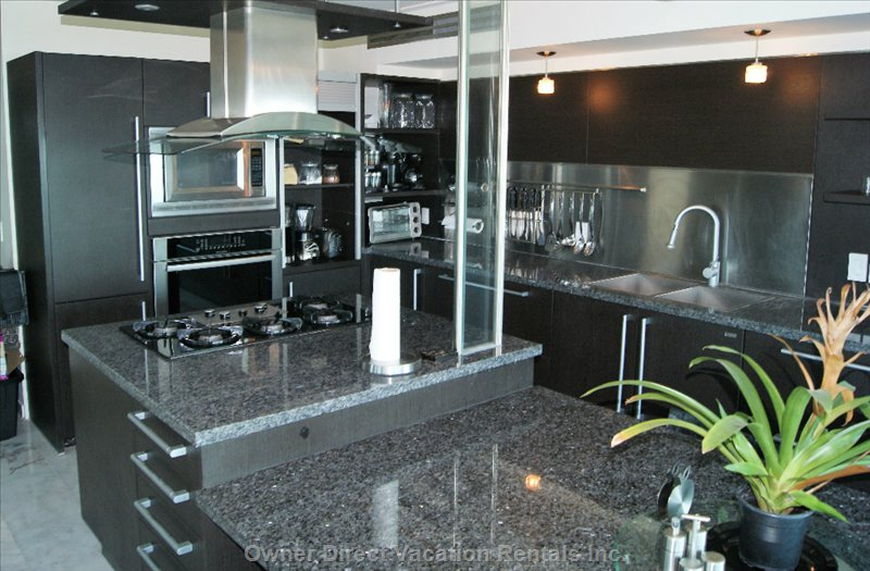Completely Equipped Kitchen with Everything for a Perfect Vacation