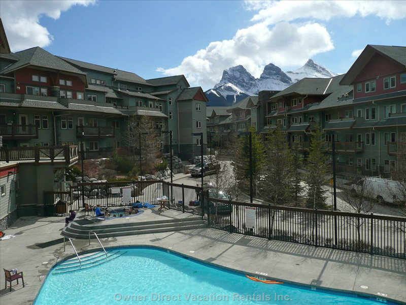 Lodges@Canmore with Year-Round Heated Pool and 3 Outdoor Hot Tubs