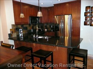 Fully Equipped Itchen with Stainless Steel Appliances