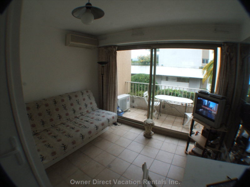 Open Plan Lounge, Sofabed, Tv & Balcony