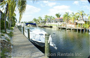 80ft Boat Dock. 20 Minutes by Boat to Gulf of Mexico. Owner May Have Boats Available to Rent, Please Discuss Rates with Owner.