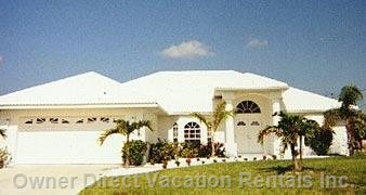 4 Bedroom Waterfront Villa: Front View