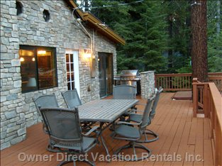 Outdoor dining by the deck