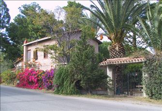 Old Villa Close to the Beach in Cefalu, Submerged in a Flourishing Quite Garden!