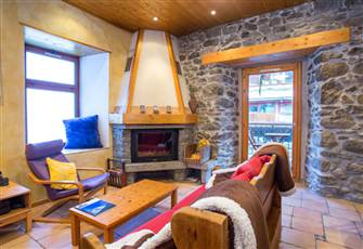Chamonix Centre Ski Apt - Wifi and Fireplace - River's Edge - View of Mont Blanc