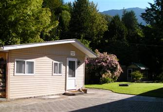 Scenic Mountain View Chilliwack Cabin by Vedder River Fishing! Couples Getaway!