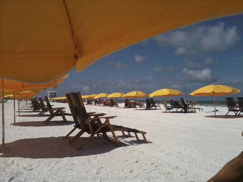 Clearwater Beach / Enjoy we Provide all Chairs ,Umbrellas ,Coolers for your Use. ..