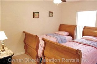 Bedroom 5 with 2 Twin Beds