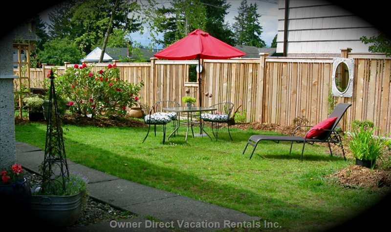 Relax in this Private Outdoor Area and Enjoying Cooking on the Barbeque