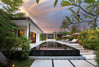 5 Bedrooms Modern Villa, Close to the Beach