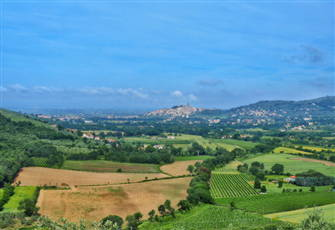 Tuscany, Views, Infinity Pool,   4- 6 Guests, Perfect for Family and Friends