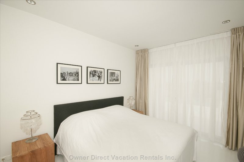 Bedroom 3 with Ensuite Bathroom, Airco and Direct Acces to the Sundeck and Pool