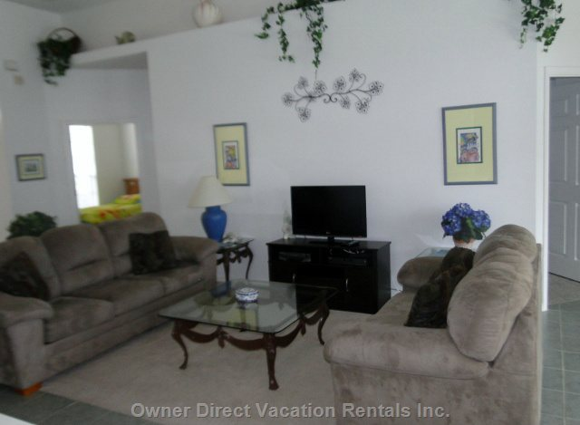 Living Room with Hdtv, Wifi, Upgraded Cable Package