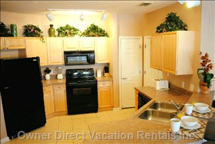 Fully Furnished and Equipped Open Plan Kitchen - Fully Furnished Kitchen with Breakfast Bar