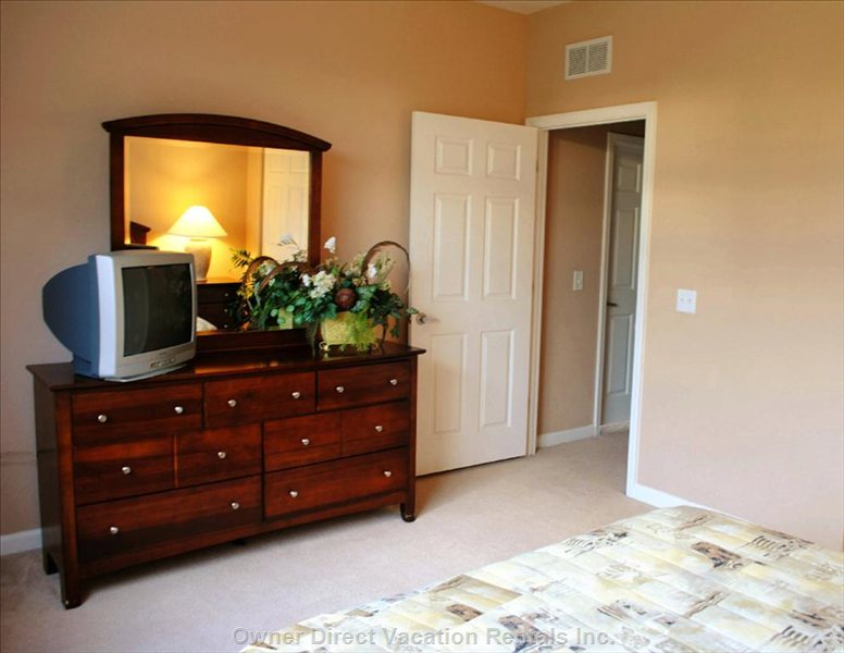 Queen Bedroom - Cable TV