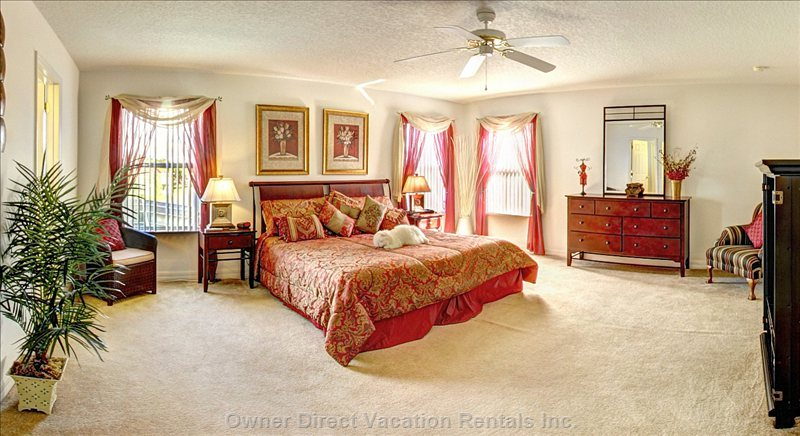 Master Ensuite Bedroom with King Bed & Tv