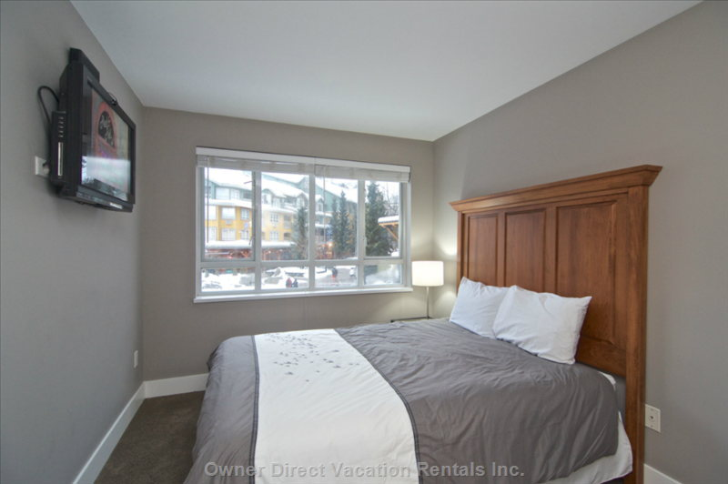Master Bedroom with Lcd Tv and Air Conditioning. Queen Size Bed