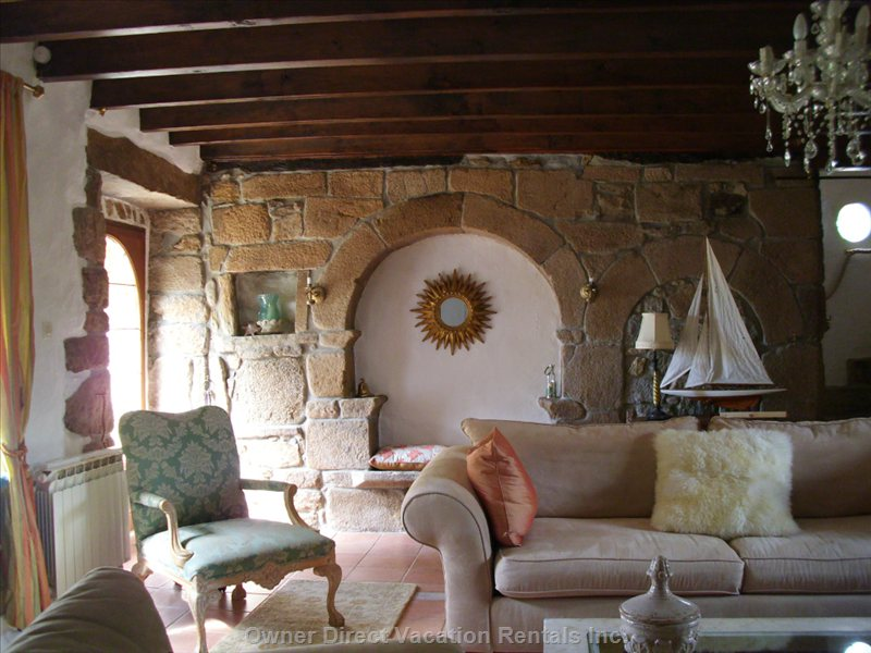 Elegant Character House in the Country Yet Thirty Minutes to Beaches, 8 Minutes to the Lake.