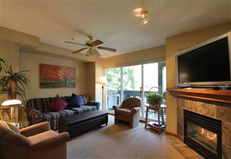 Cozy Family-Friendly Condo with Private Hot Tub & Fantastic Views!