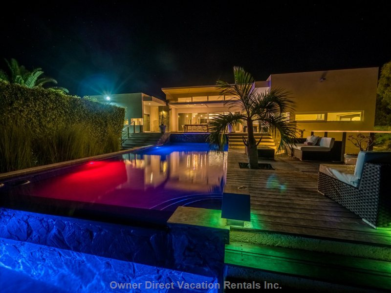 Swimming Pool at Night / Piscine de Nuit Casa Corazon
