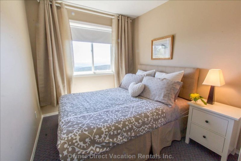 4th Queen Bedroom: Light and  Bright with Views that Go on Forever.