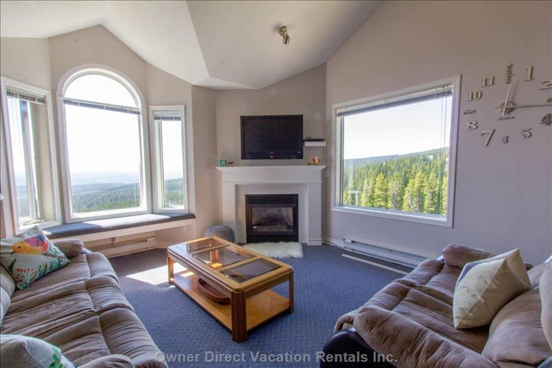 A Large Main Living Area for Lounging & Enjoying the Views. Plenty of Light and Windows to Watch Skiers Pass By. Top Floor, Quiet Unit.