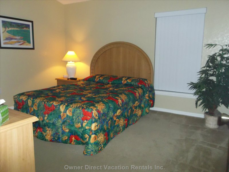 Queen Sized Bedroom #1 with En-Suite Bathroom. This Bedroom has Direct Access out to the Pool Deck from the Bathroom.