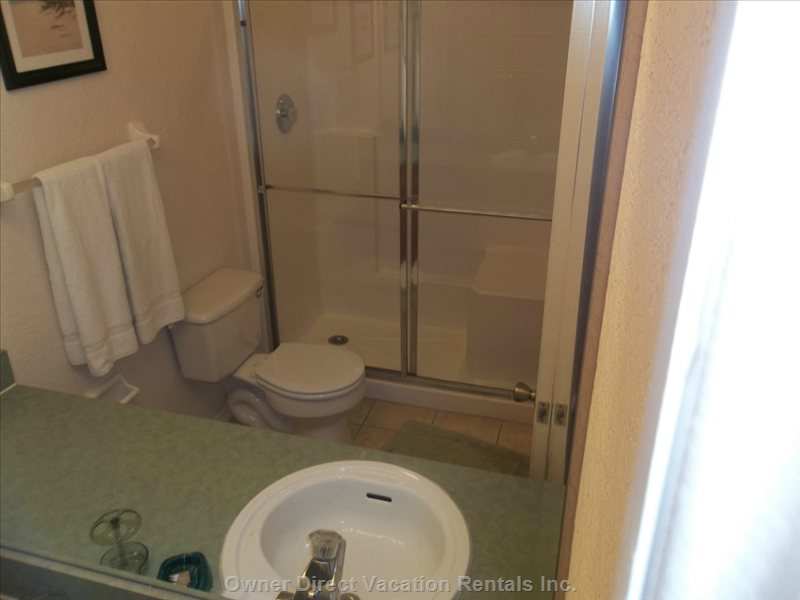 Queen Master Suite #2 Bathroom