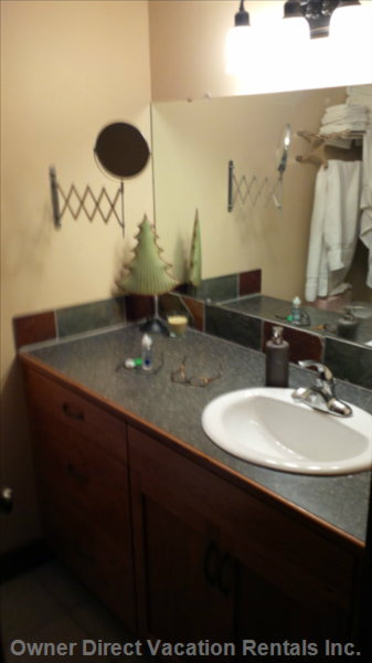 Clean Efficient Full Bathroom