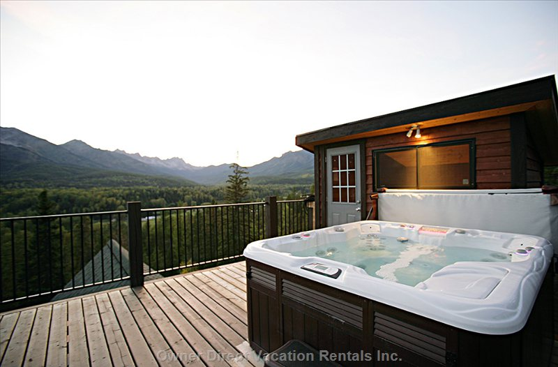 Rooftop Hot-Tub with Unrivalled Views of the Lizard Range and Fernie Alpine Resort.