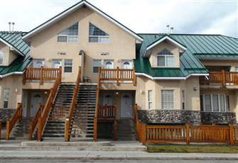 Spacious Condo at Riverside Mountain Village.  Ski, Golf and Experience Fernie!